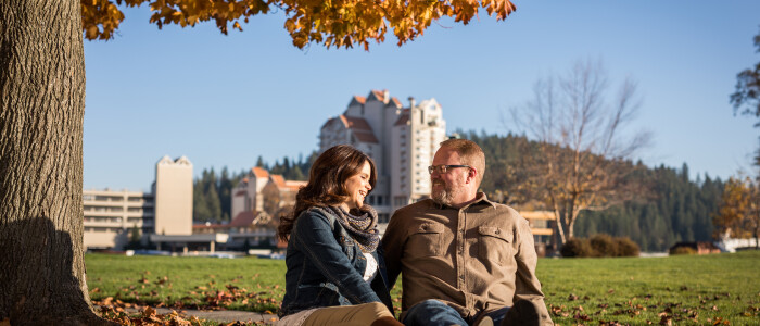 Resort_Fall_With People_Couple_Exterior2